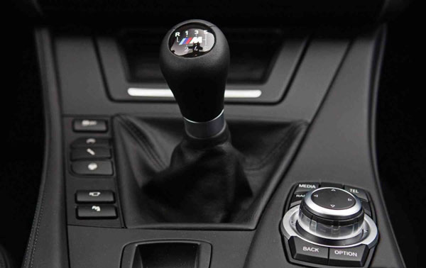 how to stop when driving a manual car